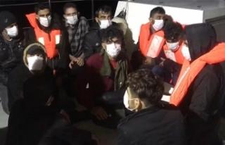 Mersin'de tekneleri su alan 19 düzensiz göçmen...