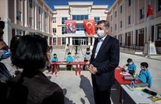 Milli Eğitim Bakanı Selçuk: İzmir'de okullarımızla...