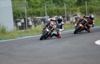 Milli motosikletçi Deniz Öncü, İspanya'da...