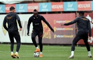 Galatasaray'da Etobo antrenmanı yarıda bıraktı