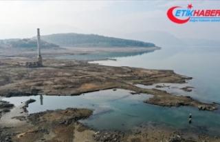 İzmir'de baraj suları altında kalan köyün...