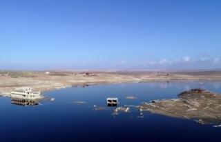 Kuraklık 26 yıl sonra baraj altındaki köy gün...
