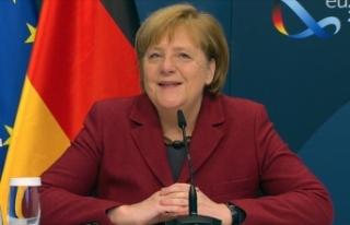 Merkel, Uğur Şahin ve Özlem Türeci ile görüştü:...