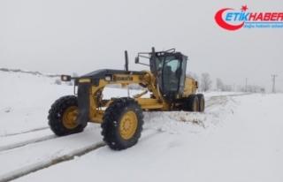 Tunceli'de karla kaplı 41 köy yolu açıldı,...