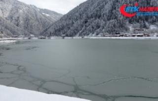 Uzungöl kısmen dondu