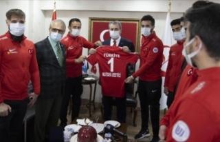 Ampute Milli Futbol Takımı'ndan BBP Genel Başkanı...