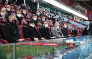Bakan Kasapoğlu, Trabzonspor - Konyaspor maçını...
