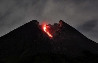 Endonezya'da Merapi Yanardağı son 6 saatte...