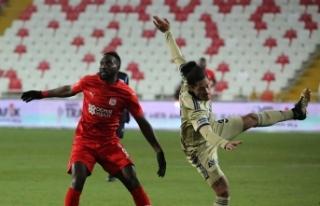 Fenerbahçe, deplasmanda Sivasspor ile 1-1 berabere...