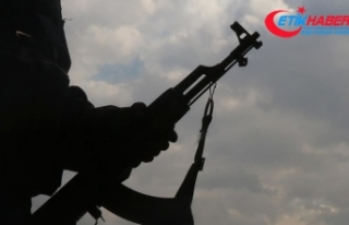 YPG/PKK'lı teröristler, Kamışlı'da...