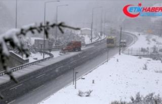Bolu Dağı'nda yoğun kar yağışı etkili...