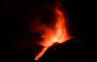Etna Yanardağı, son bir haftada 6 kez faaliyete...
