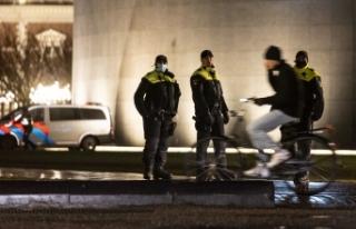 Hollanda'da sokağa çıkma kısıtlaması en az...