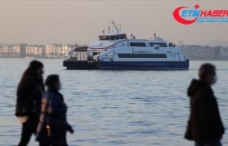 İzmir'de kuvvetli rüzgar nedeniyle vapur seferlerine...