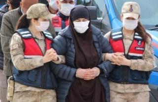 Kırmızı bültenle aranan DEAŞ'lı kadın sınır...