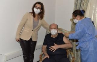 KKTC Cumhurbaşkanı Tatar, ikinci doz Covid-19 aşısını...