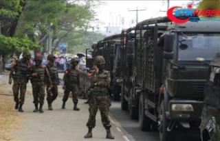 Myanmar'da askeri araçlar sokaklarda görüldü,...