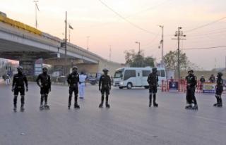 Pakistan'da suça karşı patenli polis ekibi