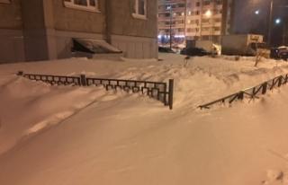 Rusya'da kar yağışı hayatı durma noktasına...