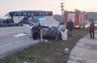 Akçakoca'da otobüs ile otomobil çarpıştı:...