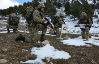 Azerbaycan askerlerine 'dağcılık eğitimi'...