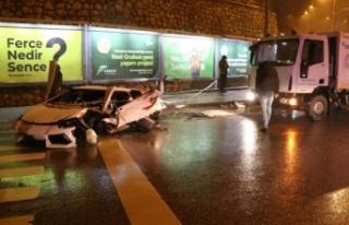 Başkent'te lüks otomobil kar küreme aracına...