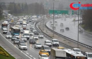 İstanbul'da yağmur trafik akışında yoğunluğa...