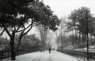 İstanbul'da yüksek kesimlerde kar yağışı...