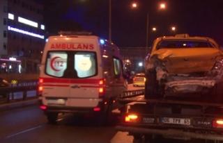 Kartal'da lüks cip ile ticari taksi çarpıştı:...