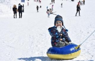 Kayak merkezlerinde en fazla kar kalınlığı 159...