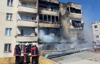 Mersin'de 5 katlı apartmanda çıkan yangına...