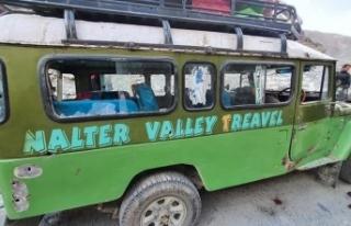 Pakistan'da minibüse silahlı saldırı: 5 ölü,...