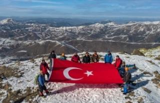Sivas'ta dağcılar Yıldız Dağı'nın...