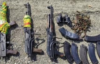 Van'da PKK'lı teröristlere ait silah ve...