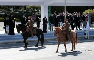 Yunanistan bağımsızlık gününü askeri geçit...