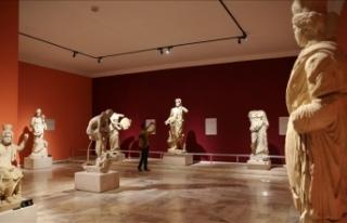 Antalya Müzesi, kıymetli eserleri ve heykelleriyle...