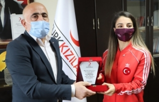Dünya şampiyonu Evin Demirhan Türk Kızılayın...