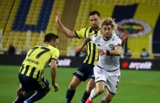 Fenerbahçe sahasında karşılaştığı Denizlispor'u...