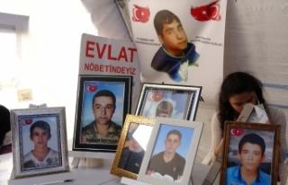 HDP önündeki aileler evlat nöbeti eylemine kararlılıkla...
