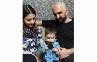 İran'da Azerbaycan Türkü aile, bebekleri için...