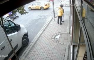 İstanbul'da feci kaza: Motosikletli taksinin altına...