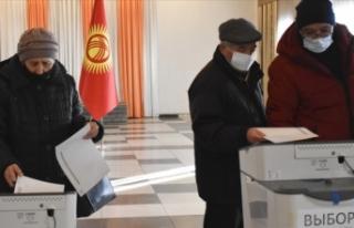 Kırgızistan'da halk anayasa taslağını onaylamak...