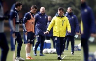 Mesut Özil, takımla çalıştı