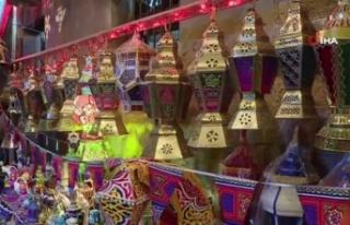 Mısır'da 'Ramazan fenerleri' dükkanları...