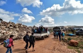 Suriye'de çocuklar tüm zorluklara rağmen okula...