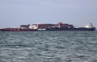 Süveyş Kanalı'ndaki tankerin motor arızası...