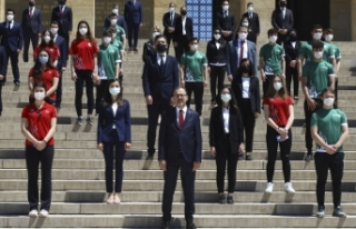 Bakan Kasapoğlu, 19 Mayıs sebebiyle Anıtkabir'de...