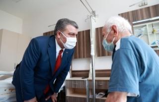Bakan Koca Edirne'de tedavi gören hastaları ziyaret...