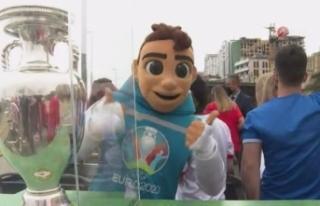 Euro 2020 şampiyonluk kupası Bakü sokaklarında...