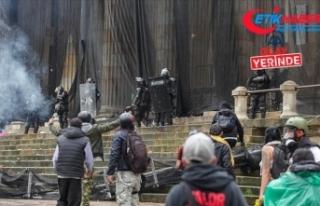 Kolombiya'da protestocular hükümetin Kovid-19'un...